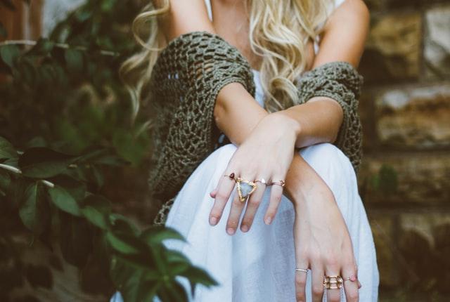 Mix de anéis: Saiba como usar essa tendência