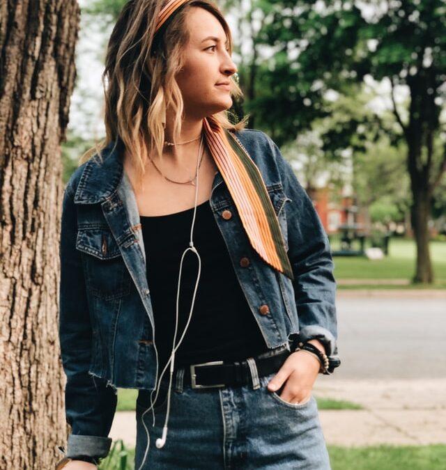 Jaqueta jeans: aposte na peça e arrase na produção